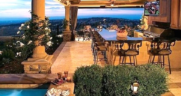 1288412f3423dab5040860eda34f0f69 620x330 - How to Have a Luxury Outdoor Kitchen Without Breaking the Bank