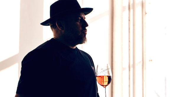 Jonathan Mannion with NIRO Glass 1 620x330 - Feature: Jonathan Mannion Interview Moët & Chandon New Campaign/Bottle Launch @LaQuanSmith @MoetUSA @JonathanMannion #NectaroftheCulture