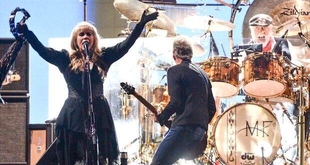 Fleetwood Mac 620x330 - 18th World Tour For Fleetwood Mac Sees Plenty of Rock And Roll