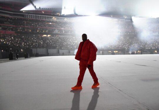 KM0 9993 8b4e6a13 4a7d 400a 8d8a 33ff1a9cf600 540x375 - Kanye West unveiled his tenth solo studio album DONDA at Atlanta listening event