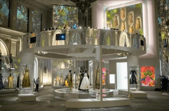 Screenshot 2021 09 10 at 13 22 36 e812b970e6215a98024ac0c0bc54eab2 webp WEBP Image 768 × 506 pixels 540x356 - Christian Dior: Designer of Dreams  September 10, 2021–February 20, 2022 @BrooklynMuseum